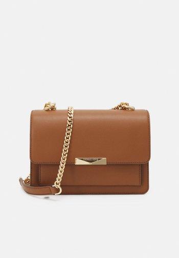 JADELG GUSSET - Handbag - luggage