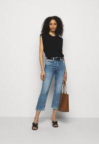 DRYKORN - SPEAK - Flared Jeans - blau - 1