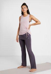 Curare Yogawear - TANK  - Top - rosewood - 1