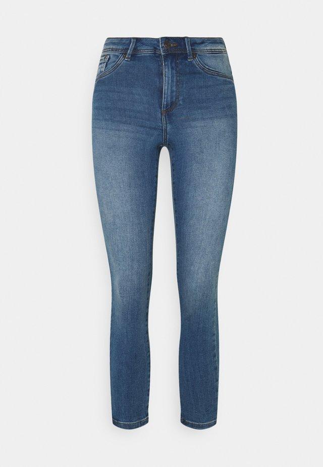 VMTANYA PIPING - Jeans Skinny - medium blue denim