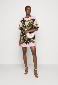 Versace Jeans Couture - LADY DRESS - Denní šaty - black/pink confetti