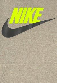 Nike Sportswear - CLUB - Jersey con capucha - stone - 2