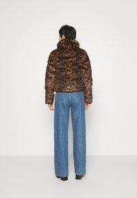 Abercrombie & Fitch - FASHION MINI PUFFER - Winter jacket - leopard - 2