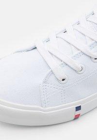Pier One - UNISEX - Zapatillas altas - white - 5