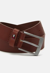 Tommy Hilfiger - ADAN GIFTBOX - Cintura - brown