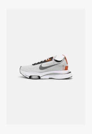 AIR ZOOM TYPE - Baskets basses - khaki/orange/black