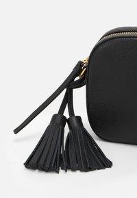 Tory Burch - MCGRAW CAMERA - Across body bag - black - 3