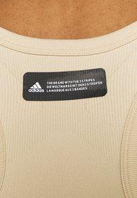 adidas Performance - STUDIO BRA - Reggiseno sportivo con sostegno medio - hazy beige - 4