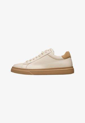 TRAVIS S - Sneakers laag - weiß