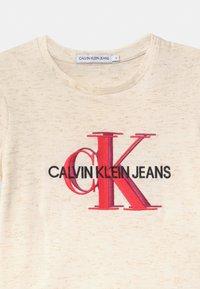 Calvin Klein Jeans - OVERLAPPING MONOGRAM - Triko spotiskem - white - 2