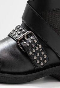 Pepe Jeans - MADDOX STUDS - Cowboy/biker ankle boot - black - 2