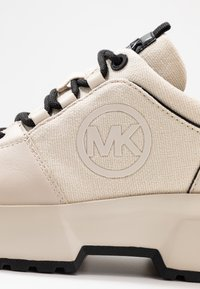 MICHAEL Michael Kors - COSMO TRAINER - Baskets basses - ecru - 2