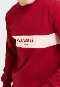Illusive London Juniors - ILLUSIVE LONDON DIVERGENCE - Sweater - red & pink - 2