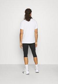 Nike Performance - TRAIL 3/4 - Tights - black/dark smoke grey/white - 2
