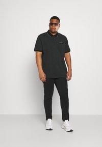 Johnny Bigg - TIPPED - Polo shirt - black - 1