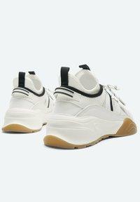 Uterqüe - Sneakers laag - beige - 2