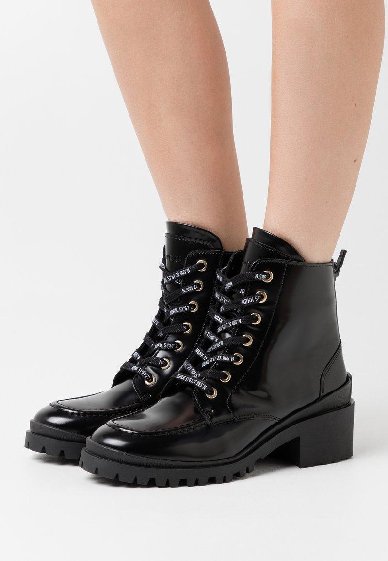 Nubikk - JANE VELAS - Lace-up ankle boots - black mirror