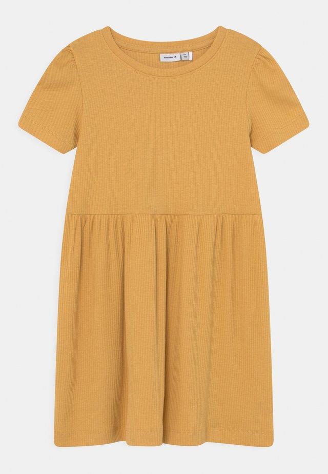 NMFHANILLA DRESS - Jerseykjoler - ochre
