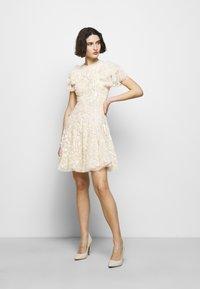 Needle & Thread - SHIRLEY RIBBON MINI DRESS - Koktejlové šaty/ šaty na párty - champagne - 1