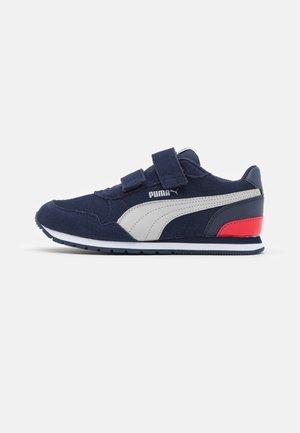 RUNNER  - Sneakers basse - peacoat/gray violet/high risk red