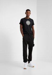 Damir Doma - TIES - Print T-shirt - black - 1