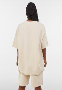 Bershka - Basic T-shirt - light grey - 6