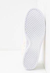 Nike Sportswear - COURT VINTAGE PRM - Joggesko - pale ivory/washed coral/aura - 6