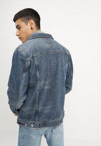 Superdry - HIGHWAYMAN TRUCKER - Denim jacket - vale mid blue - 2