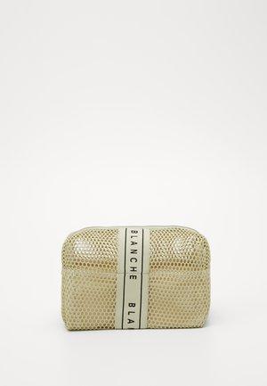 TRAVEL BAG - Wash bag - sorbet