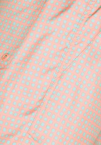 Nike Sportswear - FLOW GRID - Shortsit - crimson bliss/white - 5