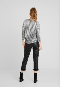 Vero Moda - VMCLAUDIA 3/4 O NECK - Long sleeved top - light grey melange/black - 2