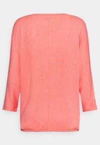 TOM TAILOR - BATWING - Stickad tröja - strong peach melange - 6