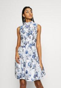Chi Chi London - ELOWEN DRESS - Sukienka letnia - blue - 0