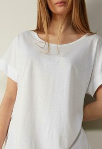 Intimissimi - MIT UNTERLEGTEN KA - Basic T-shirt - bianco - 2