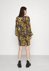 Never Fully Dressed - PLISSE DRESS - Denní šaty - orange - 2