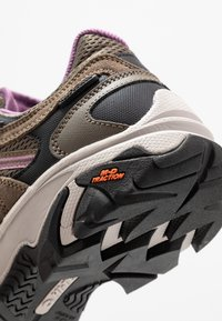 Hi-Tec - RAVUS VENT LOW WP WOMENS - Outdoorschoenen - smokey brown/taupe/very grape - 5