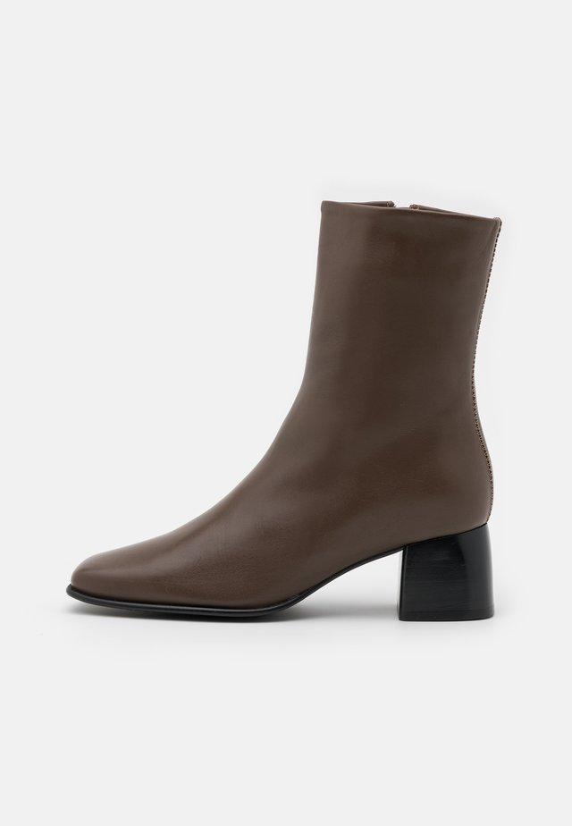 EILEEN BOOT - Kotníkové boty - grey taupe
