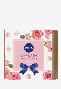 Nivea - SMELL OF ROSES - Huidverzorgingsset - - - 2