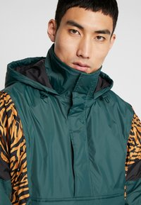 Urban Classics - ANIMAL MIXED JACKET - Windbreaker - bottlegreen - 5