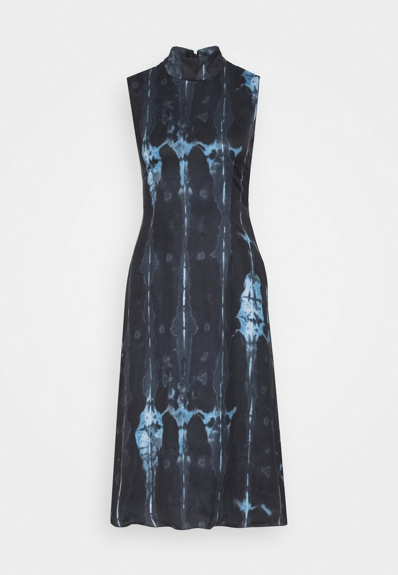 Never Fully Dressed Petite - HIGH NECK SLIP MIDI DRESS IN TIE DYE - Korte jurk - navy