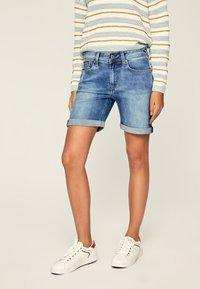 Pepe Jeans - Szorty jeansowe - blue denim - 0