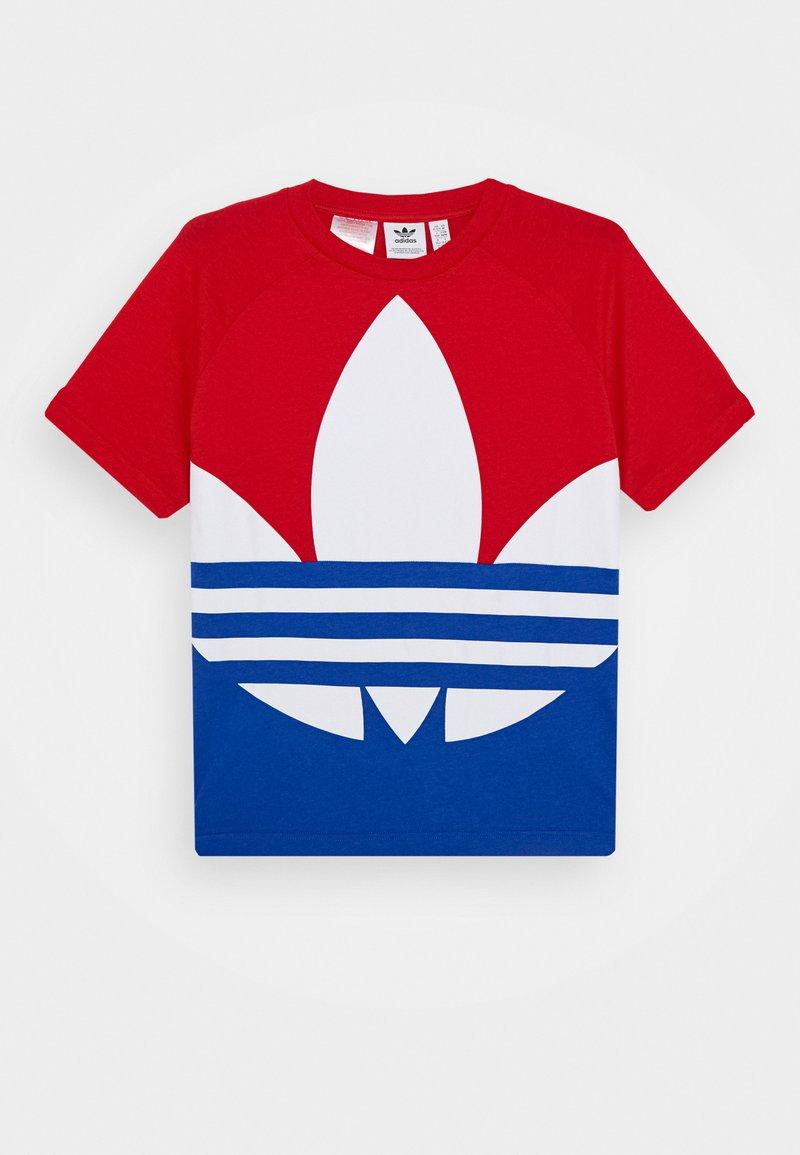 adidas Originals - BIG TREFOIL TEE - Print T-shirt - scarlet/royal blue/white