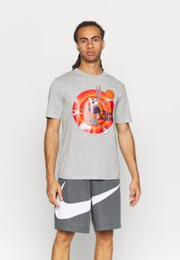 Outerstuff - NBA BUGS BUNNY SPACE JAM 2 TUNE SQUAD NAME & NUMBER TEE - Club wear - grey - 0