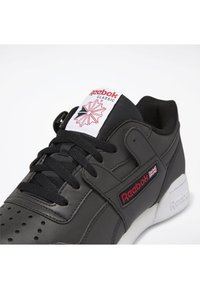 Reebok Classic - WORKOUT PLUS SHOES - Trainers - black - 6