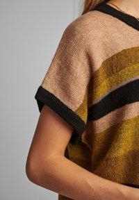 Nümph - NUBARRY DARLENE - Print T-shirt - golden palm - 3