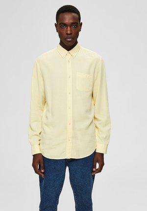HEMD BUTTON-DOWN - Shirt - lemon meringue