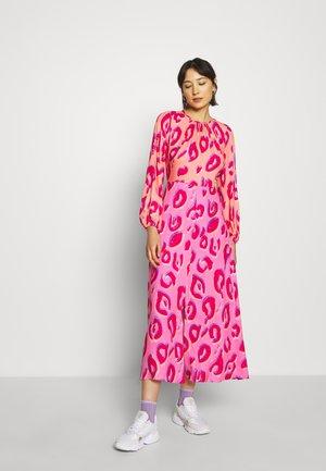 CLOSET GATHERED NECK A-LINE DRESS - Cocktailjurk - pink