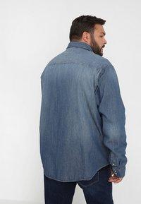Jack & Jones - JJESHERIDAN PLUS - Skjorta - medium blue denim - 2
