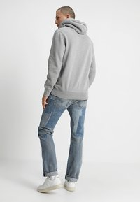 Levi's® - GRAPHIC HOODIE - Bluza z kapturem - midtone heather grey
