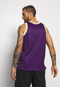 Mitchell & Ness - NBA LA LAKERS BIG FACE LAKERS  - Article de supporter - purple - 2